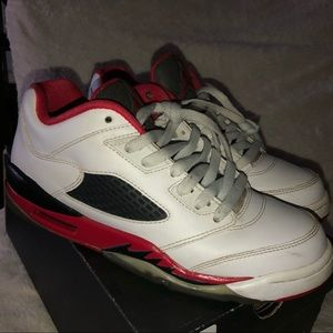 fire red 5 lows 🔥 (6Y)